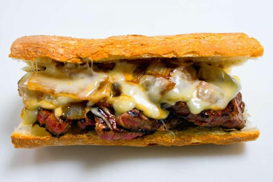 STEAK SANDWICH COM CHEDDAR E MONTEREY JACK SUN VALLEY